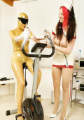 Sweaty training in latex for dirty female subject.